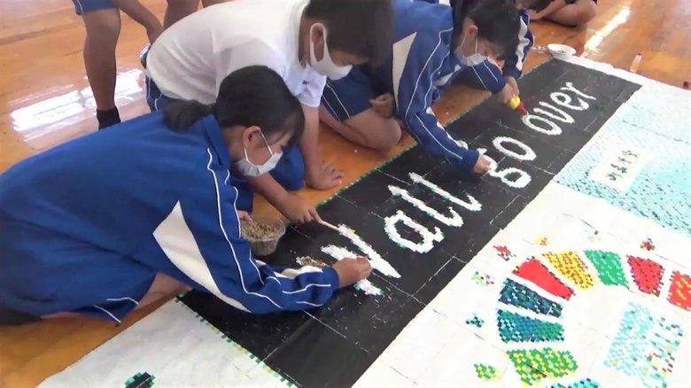 """プラスチックごみで巨大アート制作 """"中学生のSDGs"""" 「美しい地域社会を残したい」メッセージ込めて【岡山発】"""