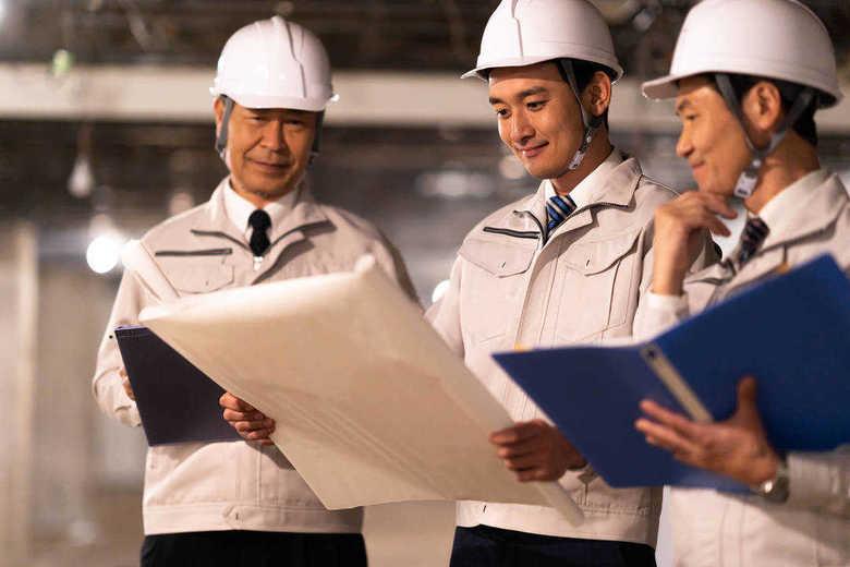"""残業が一番多い職種は""""建築土木系エンジニア""""…働き方改革が""""営業""""より進まない特有の事情"""