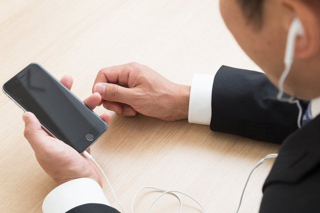 """話題の音声SNS「クラブハウス」は日本でも流行する? 専門家が語る""""招待枠""""をフリマ購入しない方がいいワケ"""