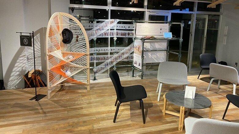 """棚から椅子にトランスフォーム """"形の変わる家具""""を建設現場の足場レンタル会社が試作「本業の知見活かし世の中に貢献を」"""